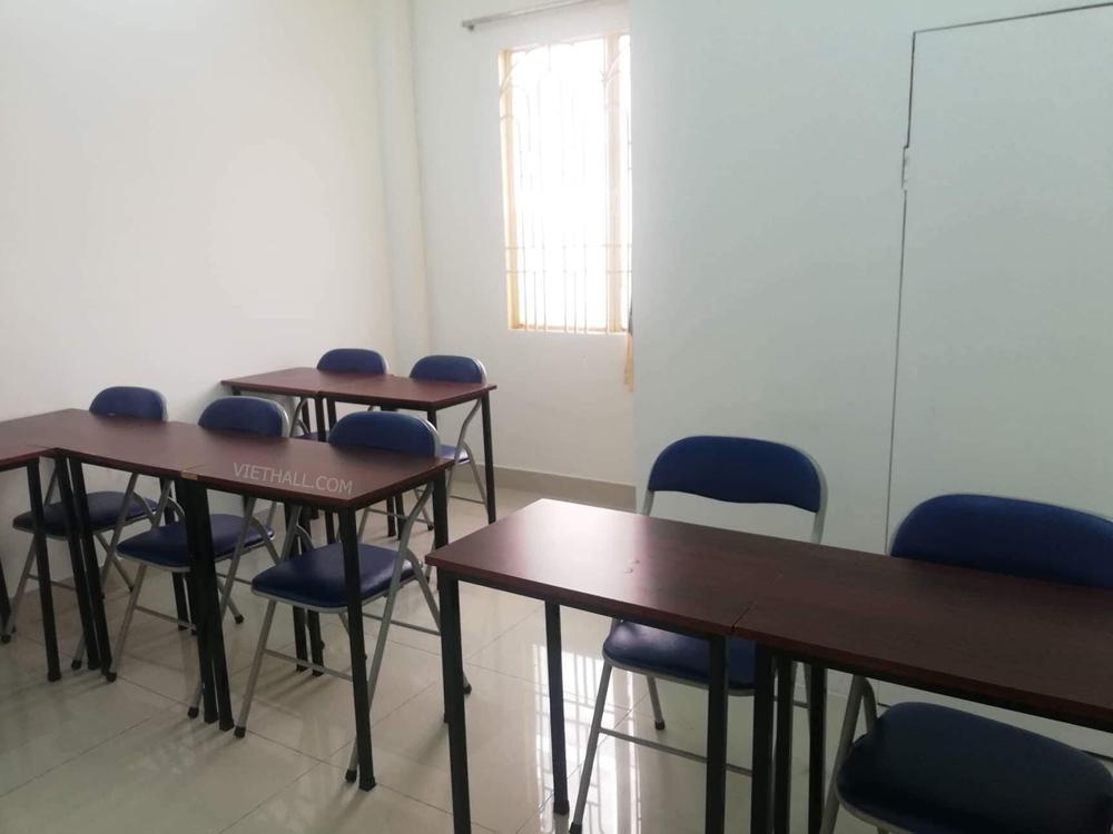 Phòng 8 người bàn nhỏ